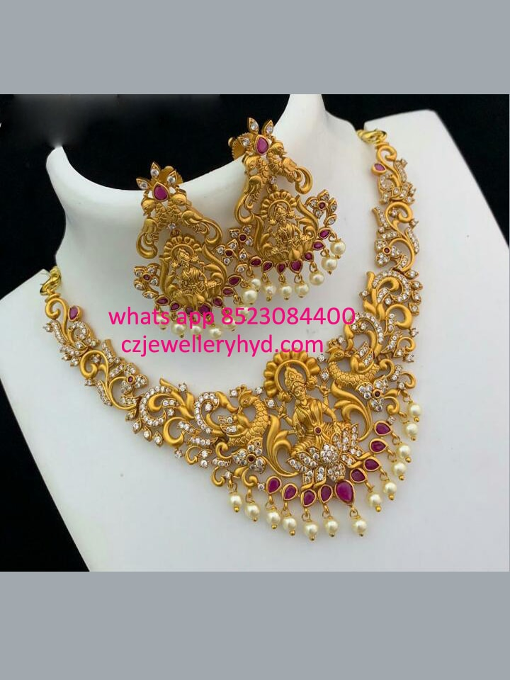 Matte short Necklace set with a Traditional design