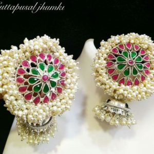 Earrings with white pearls-0519117N